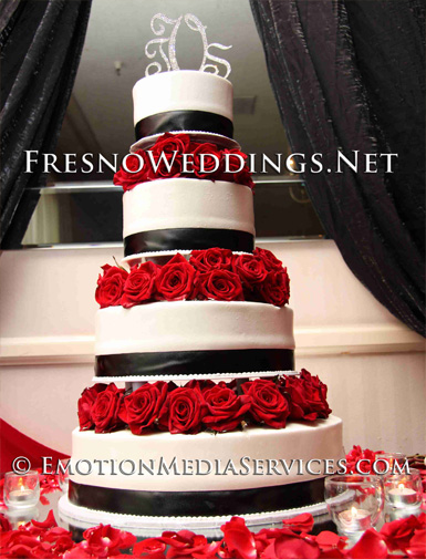Attirant White, Red, And Black Wedding Cake